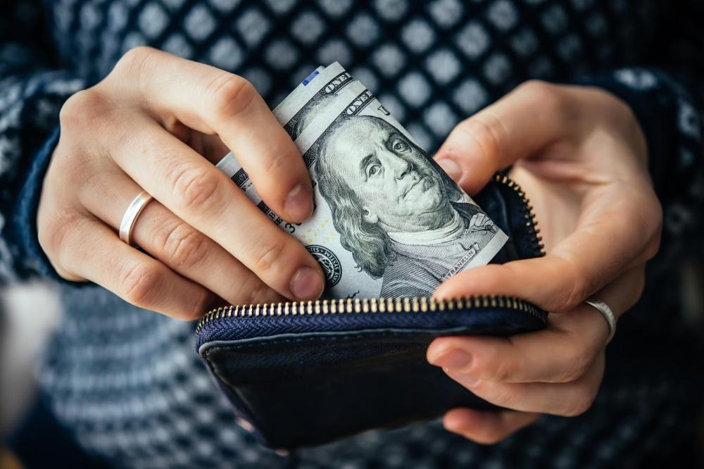 Cạo vôi răng giúp tiết kiệm các khoản chi phí mà bạn không ngờ tới