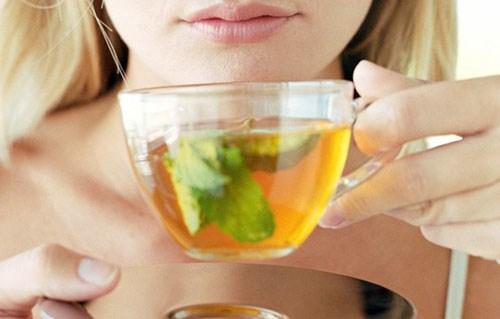 Nên uống trà xanh để làm răng trắng hơn