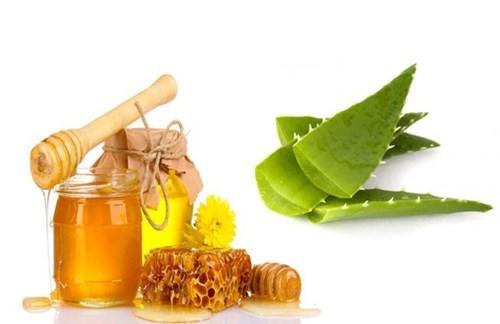 Sử dụng nha đam kết hợp với mật ong