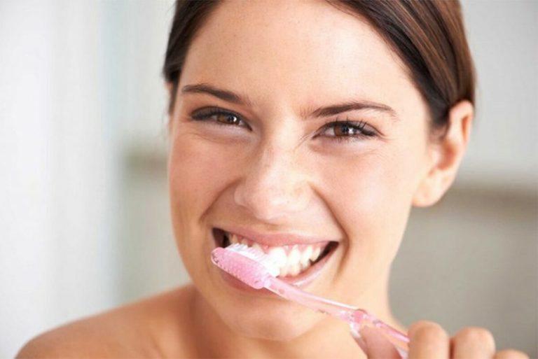 Vệ sinh răng chưa đúng cách sẽ khiến bạn dễ bị sâu răng