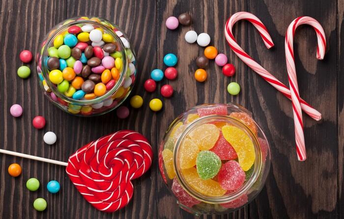 Không nên sử dụng thực phẩm nhiều đường ngay sau khi lấy cao răng
