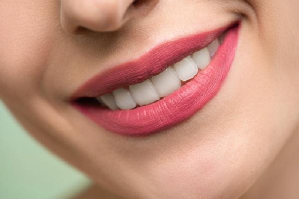 Tẩy trắng răng WhiteMax- đánh thức nụ cười hoàn hảo của bạn