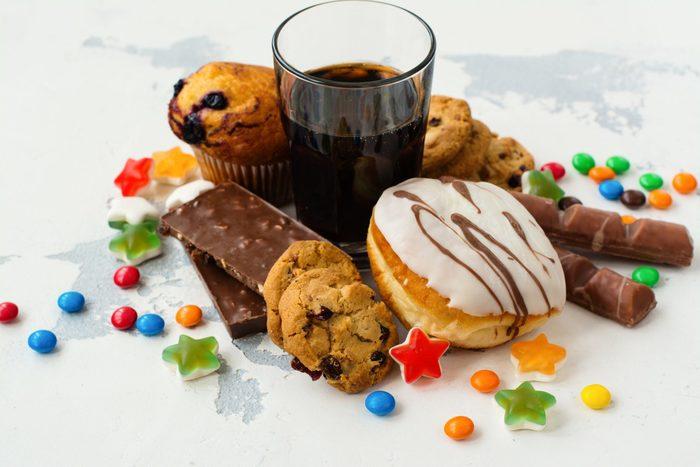 Một số loại đồ uống có tính axit cao sẽ gây ảnh hưởng xấu cho răng