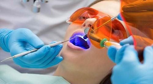 Trám răng có cần chích thuốc tê không?