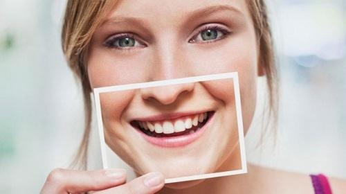 Trồng răng sứ cho răng mọc thưa an toàn và hiệu quả